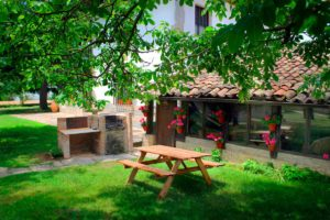 Rural house Navarra Mertxenea. Barbecue in the garden