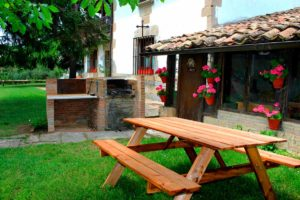 Charming cottages. Mertxenea, barbecue in the garden