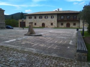 Town square of Elcano.